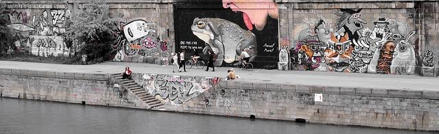 street-art-2188479_640